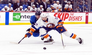 Mathew Barzal fired a pair of goals against the Jets Thursday night